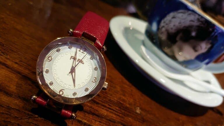 老闆娘在希臘當作在地觀光紀念品的 Folli Follie 手錶