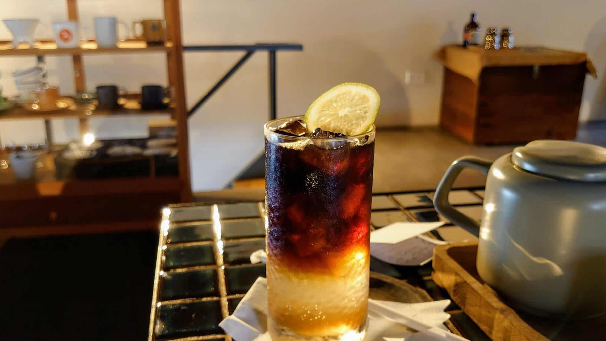 第二家咖啡店 - 叫「詹姆先生」的飲品 - 讀書會後的續攤用筆電、討論 @ 暗室微光