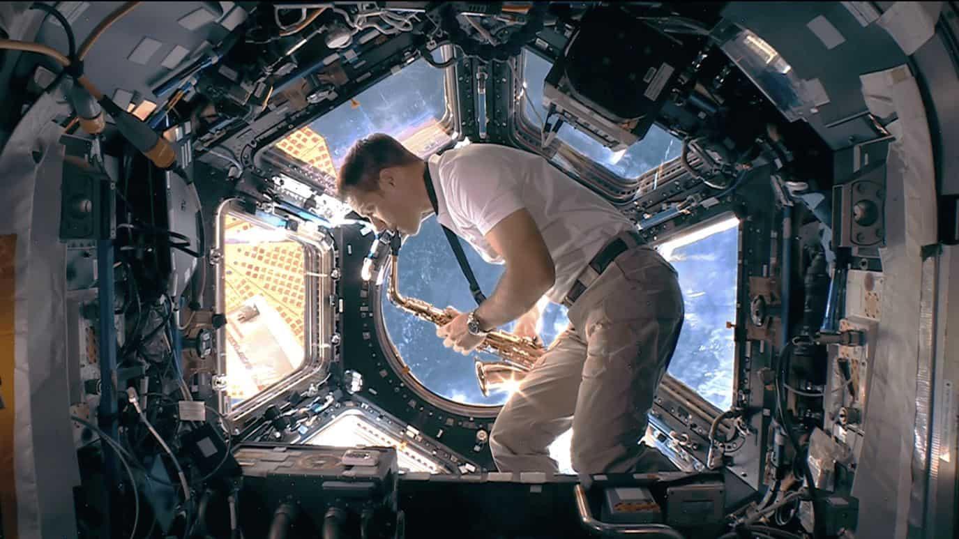 2020 東京奧運閉幕式交接 2024 巴黎奧運影片 - 由法國太空人 Thomas Pesquet 以薩克斯風獨奏完成法國國歌最後幾小節